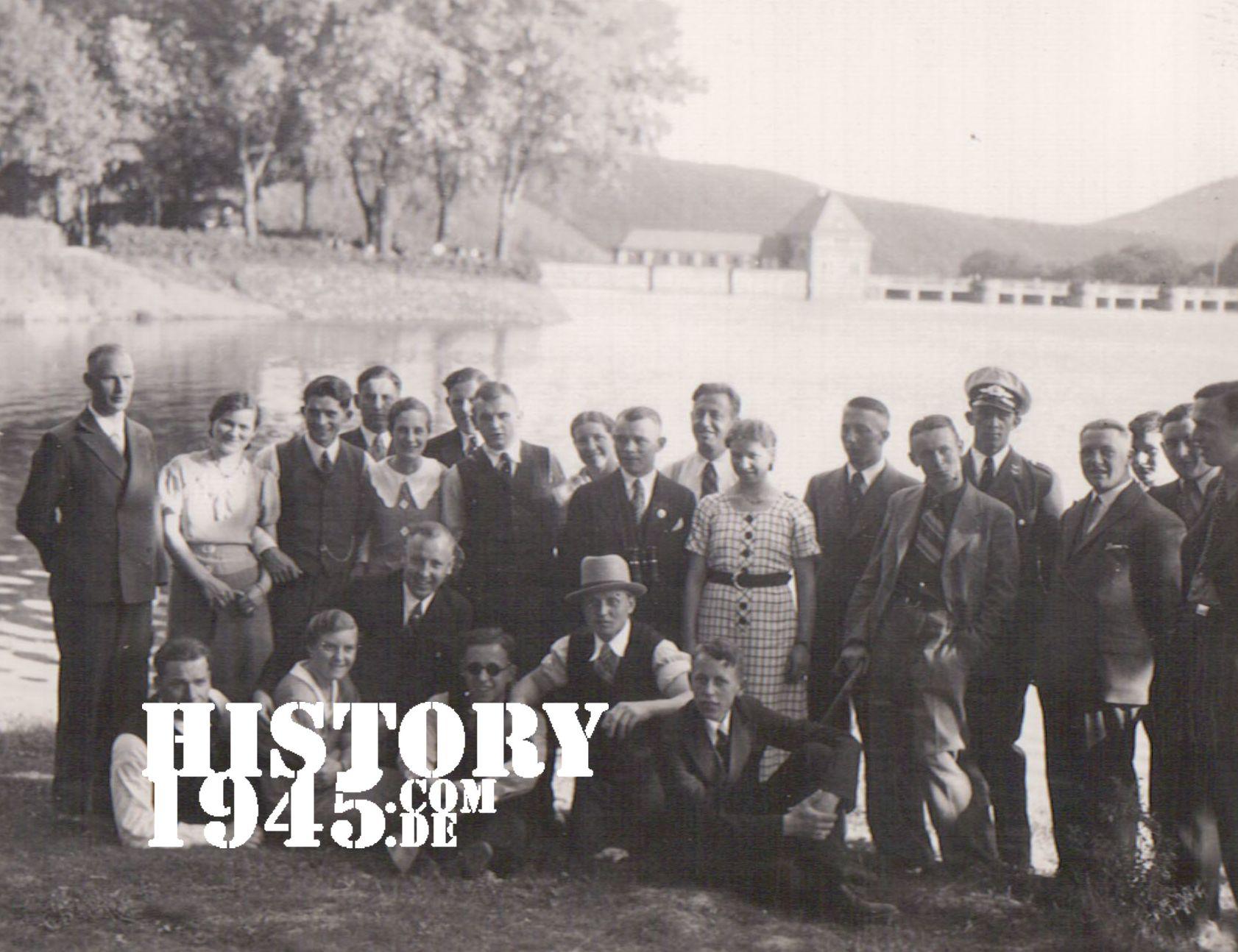 Gruppenbild vor der Edertalsperre Edersee Sperrmauer
